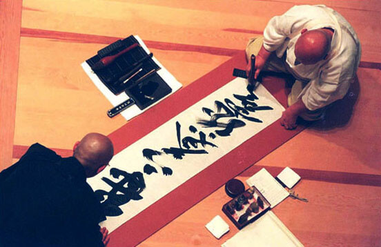 Calligraphie au Japon. Photo by Melissa Lacey
