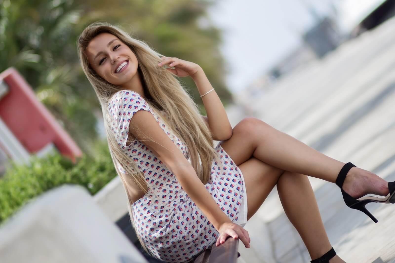 alicantina, preciosa, guapa, bonita, Xandra, Xandra Garsem, sonrisa, sonriendo, sonreir, sonreír, rubia, tacones, vestido, elegante, elegancia, espléndida, esplendida