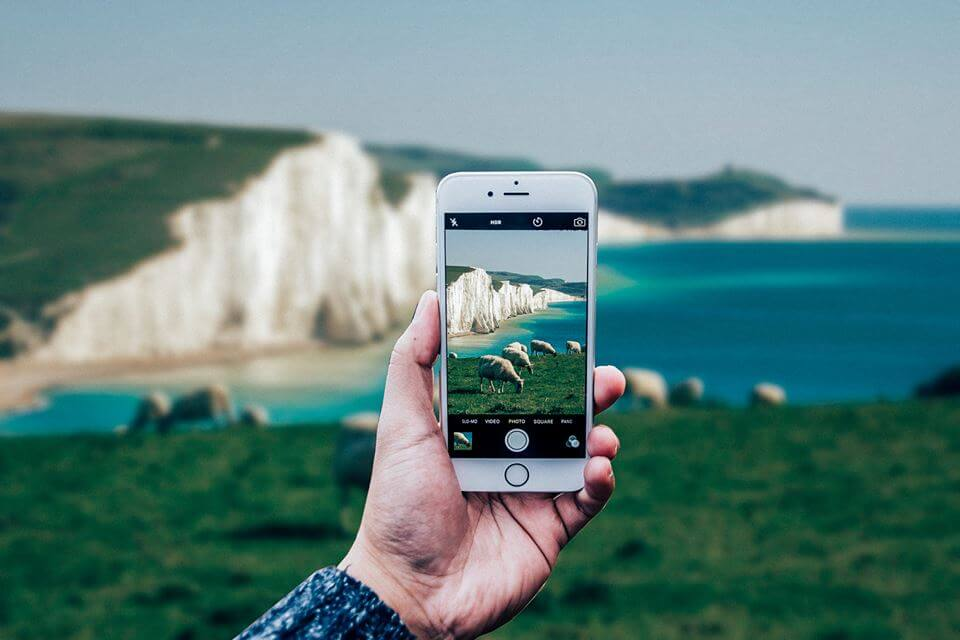 larush est une plateforme sur laquelle tout le monde peut devenir un média en postant les vidéos qu'il a filmées avec son smartphone